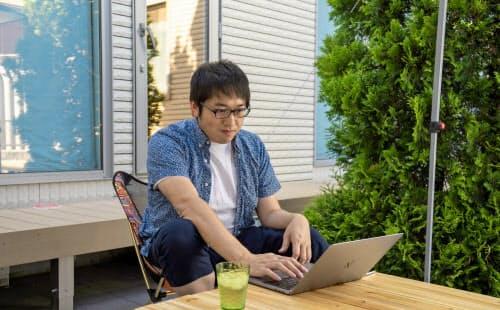オトバンクCTOの佐藤さんは北海道の自宅で勤務する