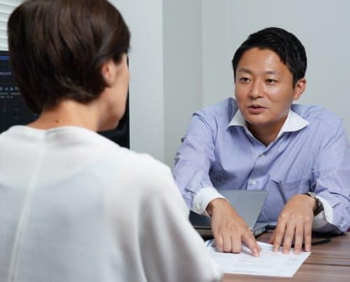 資産運用の相談に乗る独立系金融アドバイザー(東京都千代田区のファイナンシャルスタンダード)