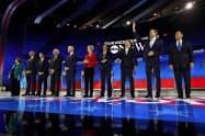 12日のテレビ討論会には10人の候補者が出席した=AP