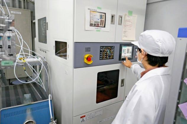 京大が実験に使う熱処理装置。SiCパワー半導体の性能向上に役立てる