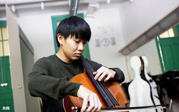 第68回ミュンヘン国際音楽コンクールのチェロ部門で1位になった佐藤晴真さん(ミュンヘン国際音楽コンクール事務局提供)=共同