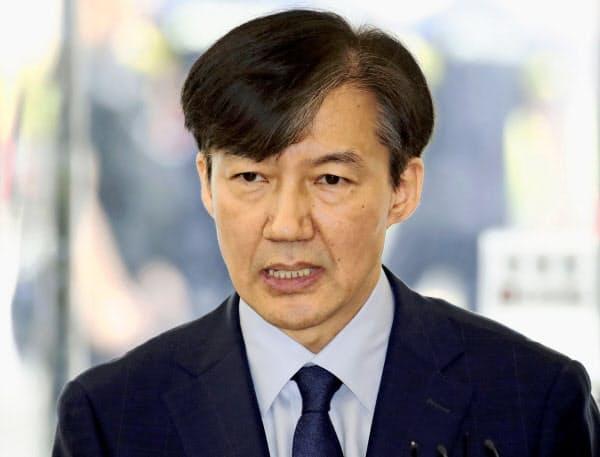 家族の疑惑を抱えながら法相に就任した曺国氏=聯合・共同