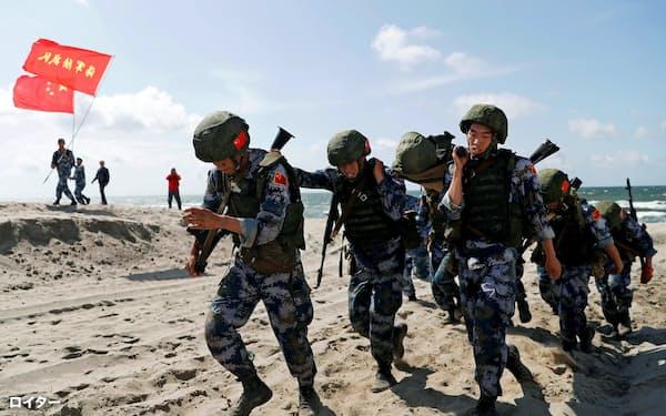 8月、ロシアが主催した国際軍事競技大会に参加した中国人民解放軍の海軍陸戦隊=ロイター