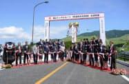 全線開通した熊本県道熊本高森線(14日午後、熊本県西原村)=共同