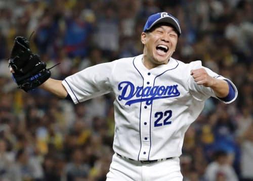 阪神戦でプロ野球史上81人目となるノーヒットノーランを達成し、大喜びする中日・大野雄大投手(14日、ナゴヤドーム)=共同