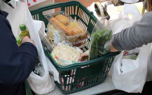 増税後はスーパーを中心に値引き競争が激化しそうだ