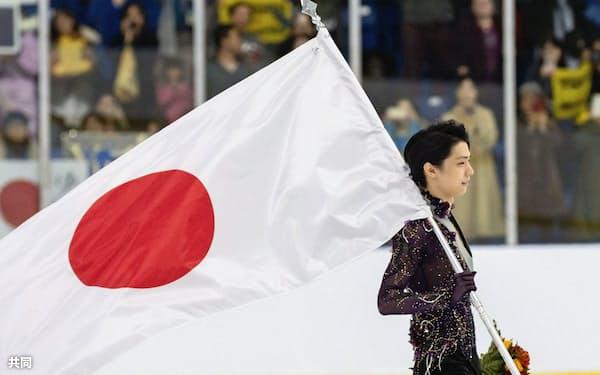 フィギュアスケートのオータム・クラシックで優勝した羽生結弦(14日、カナダ・オークビル)=共同