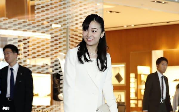 オーストリアとハンガリーを公式訪問するため、羽田空港を出発される秋篠宮家の次女佳子さま(15日午前)=共同