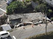 広島県福山市柳津町の現場。事故後に車を撤去した際に家全体がつぶれた(15日午後)=共同通信社ヘリから