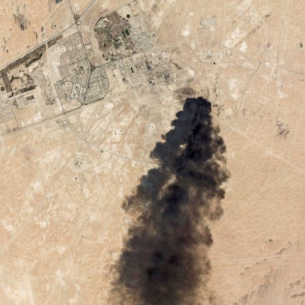 14日撮影された施設周辺の衛星画像。黒煙が確認できる=Planet Labs Inc 提供・AP