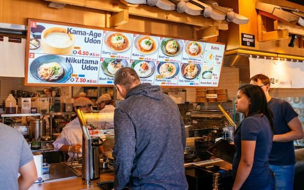 丸亀製麺は2025年に米国で160店規模まで展開したい考えだ(カリフォルニア州の店舗)