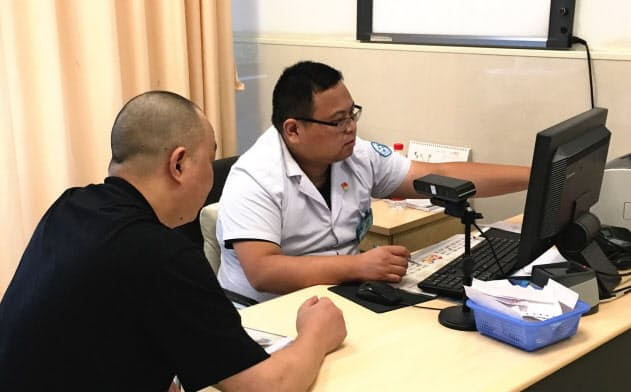浙江省杭州の公立病院はアリババ集団と組み、顔認証を通じて予約や支払いを自動化している