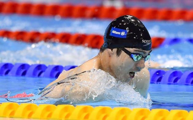 男子50メートル平泳ぎ(運動機能障害SB3)決勝 銀メダルを獲得した鈴木孝幸(15日、ロンドン)=共同
