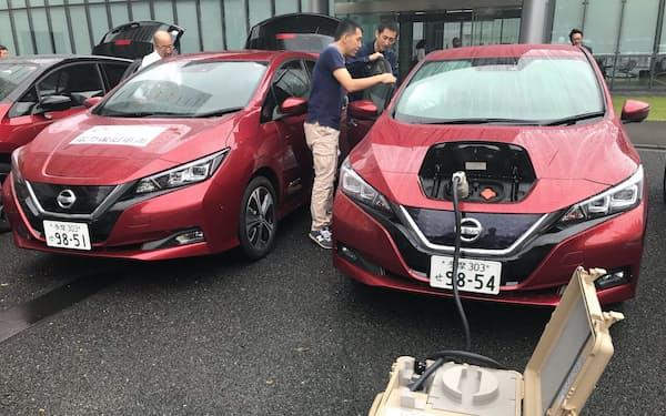 千葉県の停電地域に向けて、EVの作業を確認する東電社員(横浜市)