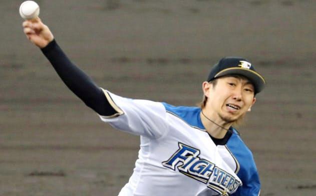 7回1失点で7勝目を挙げた日本ハム・金子(16日、旭川)=共同