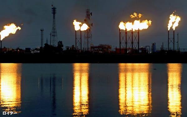 サウジアラビアの石油施設への攻撃で原油が高騰している=ロイター