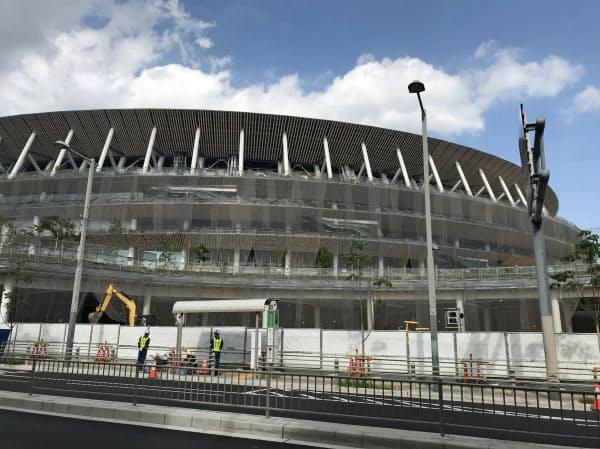 新国立競技場の建設工事は完成が近づくが、その後も周辺では再開発が続く(東京都新宿区)