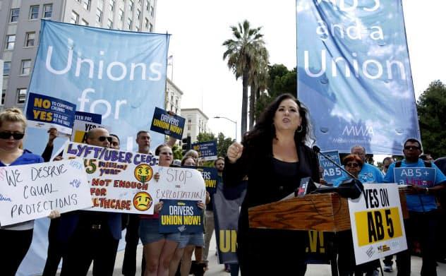 ウーバーやリフトの運転手の待遇改善を訴える声はカリフォルニア州議会を動かした=AP