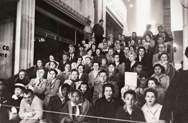 ロバート・フランク「映画のプレミア、ロサンゼルス」(1955年)Movie Premiere, Los Angeles, 1955 (C) Robert Frank