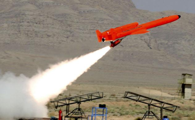 米軍の無人機MQMストリーカーを複製したとみられるイランのカラール(推定航続距離は1000キロメートル)=AP