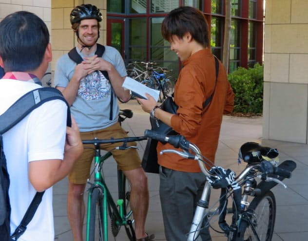 スタンフォード大学の学生への突撃インタビューなどで新たな発想を得た(米カリフォルニア州)