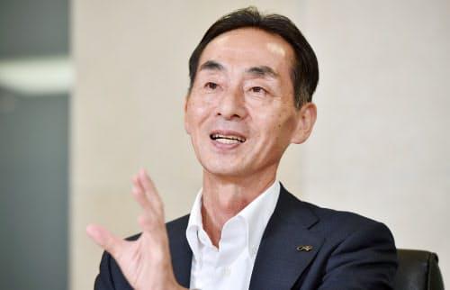やまむら・てるじ 1957年大阪府生まれ。大阪体育大学で卓球に打ち込み、卒業後は小学校の教員に就職。その後、新設の女子卓球部のコーチとして招かれ、82年ダスキン入社。営業畑を一貫して歩み、2004年取締役に就任。09年から現職。