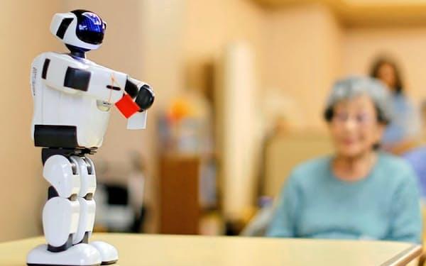 富士ソフトのヒト型ロボット「パルロ」は介護業界から引き合いが強い