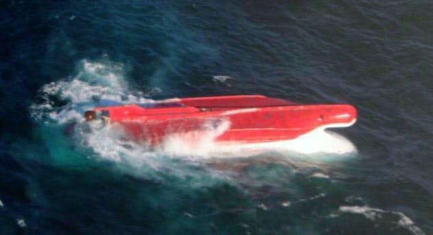 海保の航空機が発見した「第65慶栄丸」と見られる転覆船(17日午後、北海道根室市の納沙布岬沖東約610キロ付近、第1管区海上保安本部提供)=共同