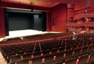 2階の「大劇場」は国内最大級の広さの舞台を持つ(群馬県高崎市の高崎芸術劇場)