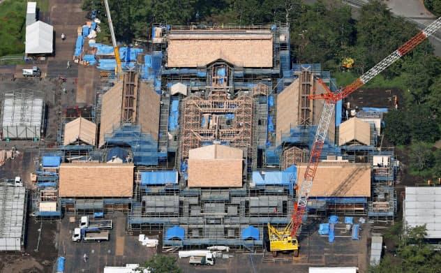 皇位継承の舞台、建設進む