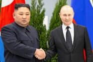 ロシアは日本海で違法操業したとして北朝鮮漁船を拿捕(だほ)した(4月に極東ウラジオストクで開かれたロ朝首脳会談)=AP