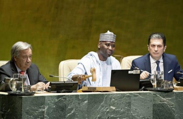国連総会が開幕し、グテレス事務総長(左)も発言した(17日、ニューヨーク)=国連提供