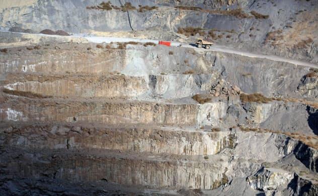 南アフリカにあるデ・ビアスのダイヤモンド鉱山の採掘現場=ロイター