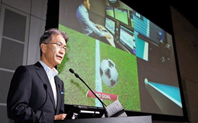 技術展示会を開催し、記者会見するソニーの吉田社長(18日午前、東京都品川区)