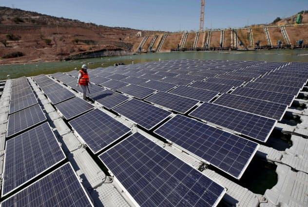 気候変動リスク軽減のためクリーンエネルギーへの投資拡大が求めらている=ロイター
