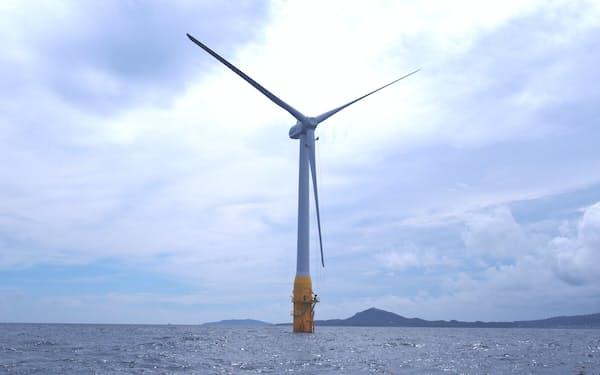 発電機の全長は172メートルで、海底に沈む約80メートルの浮体で風車を支えている(長崎県五島市)
