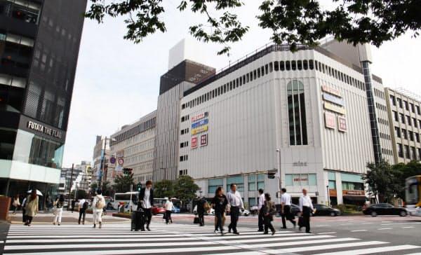 福岡県の商業地で上昇率がトップだった「ミーナ天神」と「ノース天神」(福岡市中央区)