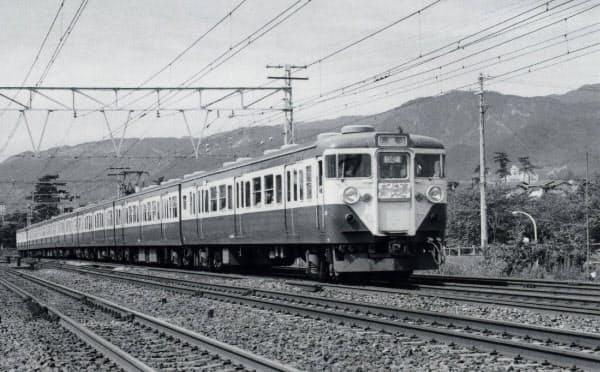 初代の新快速113系の運転初日。万博輸送後の余剰車両だった(1970年10月1日、西ノ宮~芦屋、寺本光照氏撮影)
