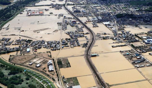 西日本豪雨で冠水した岡山県倉敷市の真備町(2018年7月)