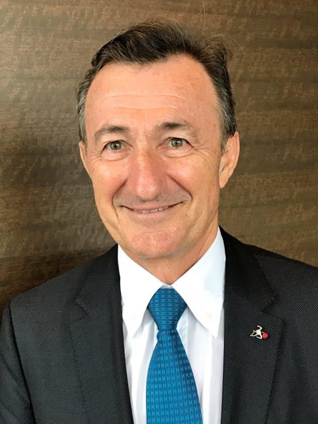 Bernard Charles 仏グランゼコール名門校、エコール・ノルマル・シュペリウールでコンピューター科学専攻。83年仏ダッソー・システムズ入社。88年研究開発部門のトップとなり、95年に社長兼CEOに就任。同社の3D技術戦略を推進してきた。