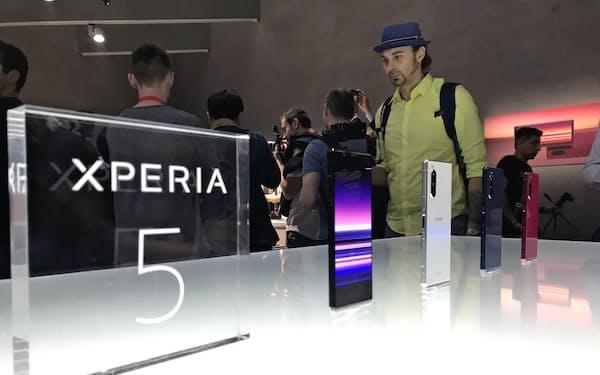 家電見本市「IFA」で展示されたソニーのエクスペリア5(独ベルリン)