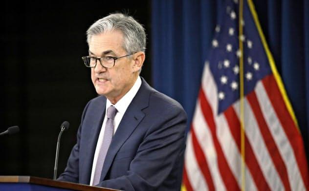 18日、FOMC後に記者会見するパウエルFRB議長=AP