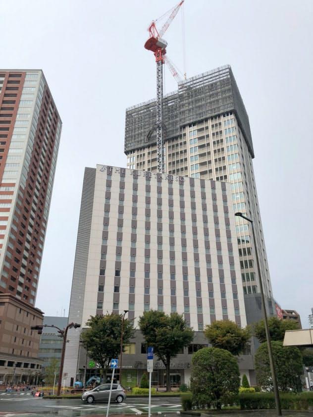 住宅やマンションとしての需要が高まる浜松駅前では高層ビルの建設が進む