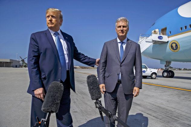大統領補佐官への起用が決まったオブライエン氏(右)は、トランプ米大統領と政策姿勢が近いとされる=AP