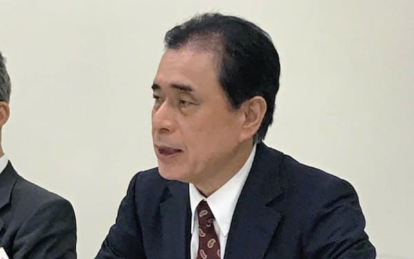 記者会見するアミファの藤井愉三社長(19日、東証)