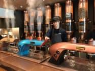 専用の機械で茶葉を抽出する