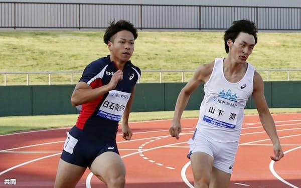 伸び盛りの白石黄良々(左)は世界選手権の男子400メートルリレーで2走に配置された=共同