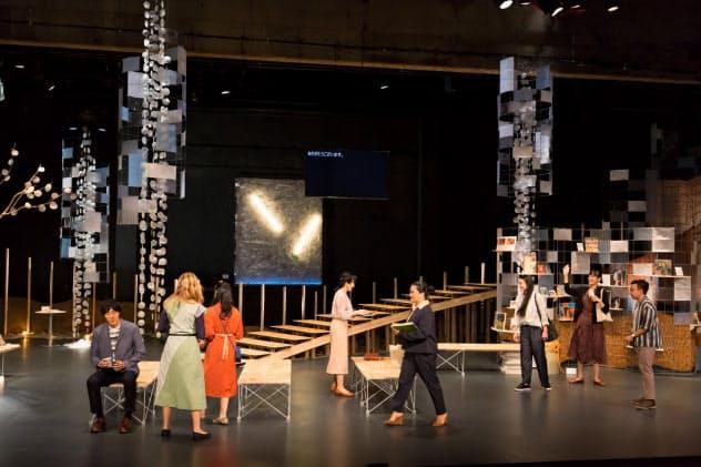 7カ国・地域の俳優が出演した青年団の「東京ノート・インターナショナルバージョン」(豊岡市の城崎国際アートセンター)=igaki photo studio撮影