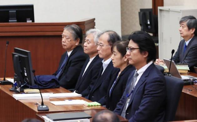 東京電力旧経営陣の強制起訴訴訟の判決公判に臨む検察官役の指定弁護士(19日、東京地裁)