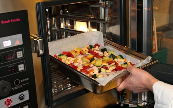 野菜をサイコロ状にしたカゴメの時短食材の売上高は1割以上増えている